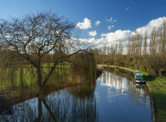 Beautiful-panorama-of-Grand-Union-Canal-at-sunny-day-in-Milton-Keynes---Marston-Gate.jpg