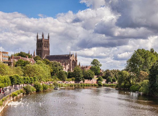 Worcester-Cathedral-and-the-River-Severn,-Worcester.jpg