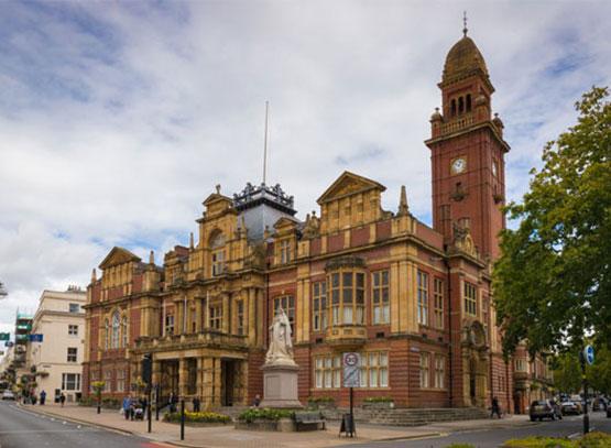 Leamington-Town-Hall,-Royal-Leamington-Spa.jpg