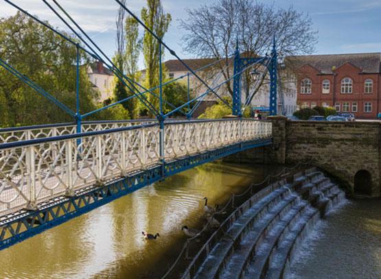 River-Leam-flowing-through-Jephson-Gardens---Royal-Leamington-Spa.jpg